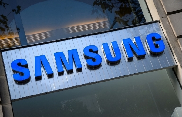 samsung seeks alternatives to japanese suppliers in trade row