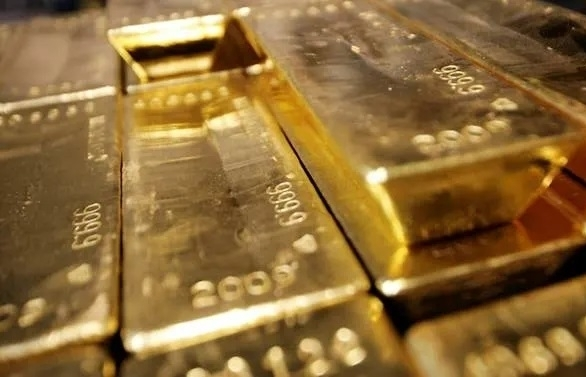 investors seek safety in bonds gold on fears over economic outlook