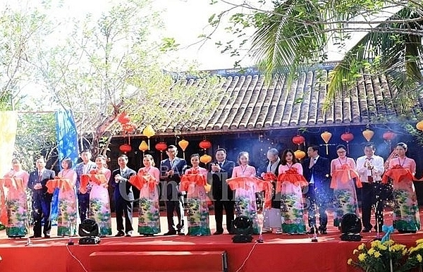vietnam international silk and brocade festival opens in quang nam
