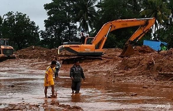 everything is gone 41 dead dozens missing after myanmar landslide