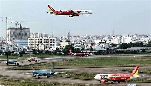 nearly 4000 flights delayed cancelled in july