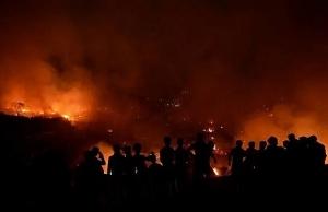 10000 homeless after fire razes bangladesh slum