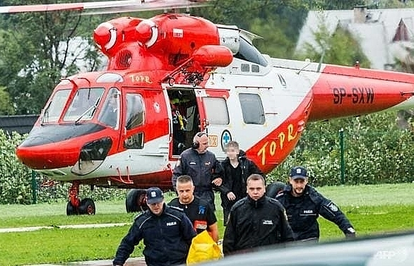 lightning strike kills five in polish slovak mountains