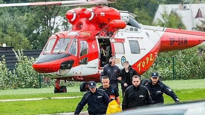 lightning strike kills five in polish slovak mountains