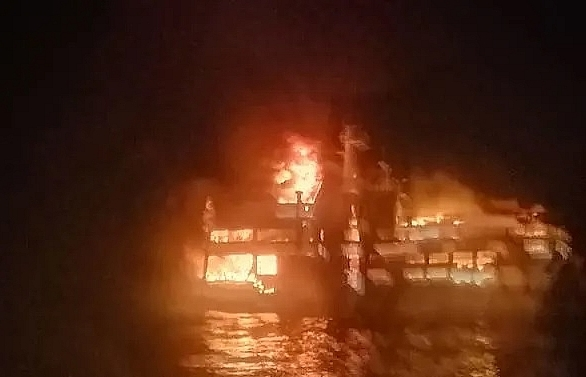 three dead more than 240 rescued after philippine ferry blaze