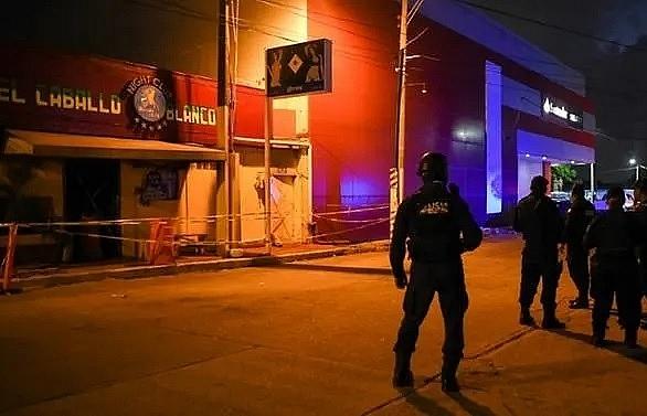attackers kill 26 in mexico bar fire