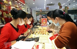 global uncertainties pushing gold prices to record highs