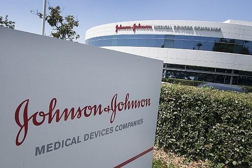 us signs 1 billion vaccine deal with johnson johnson