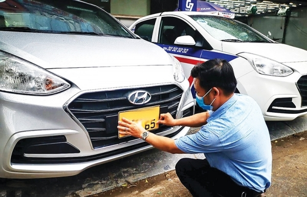 transport companies rush to deal with licence plate colour changes