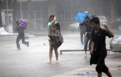 typhoon shuts down hong kong hits china