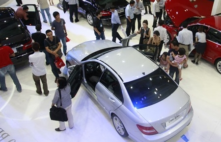 auto sector still faces a bumpy road