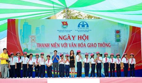 Sophie Paris Vietnam donates helmets to Vietnamese ...