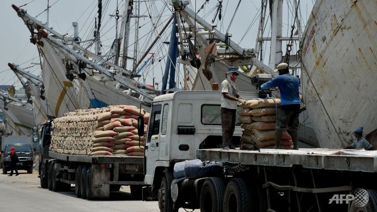 indonesias trade deficit widens amid economic woes