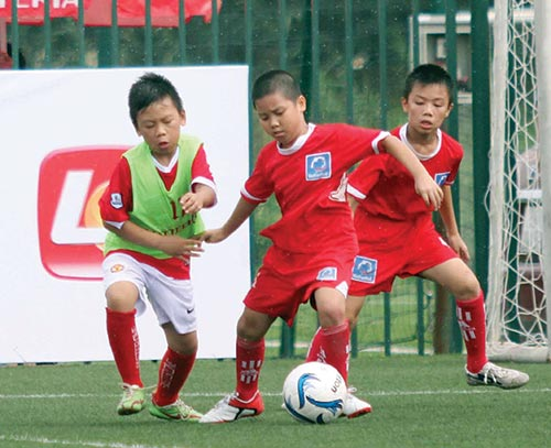 Lotteria Vietnam offers children football skills