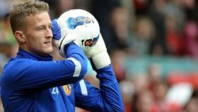 West Brom sign Manchester Utd keeper Lindegaard