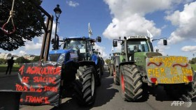 Angry farmers hold massive tractor protest in Paris