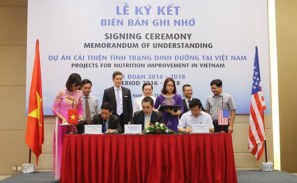 moh and abbott sign strategic partnership to improve vietnams nutrition status