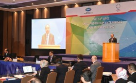 PM suggests APEC fund to support SMEs development