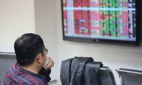 Growth slows down as investors sell shares