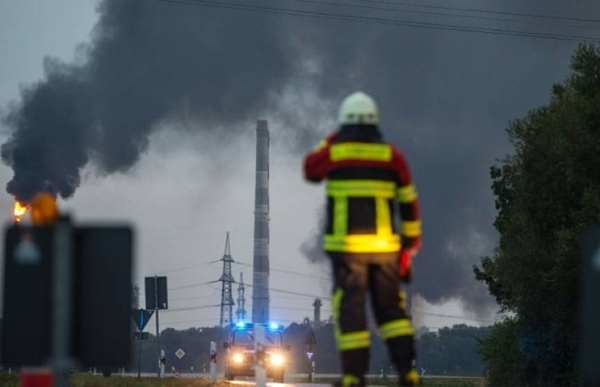 eight hurt in blast blaze at german refinery police