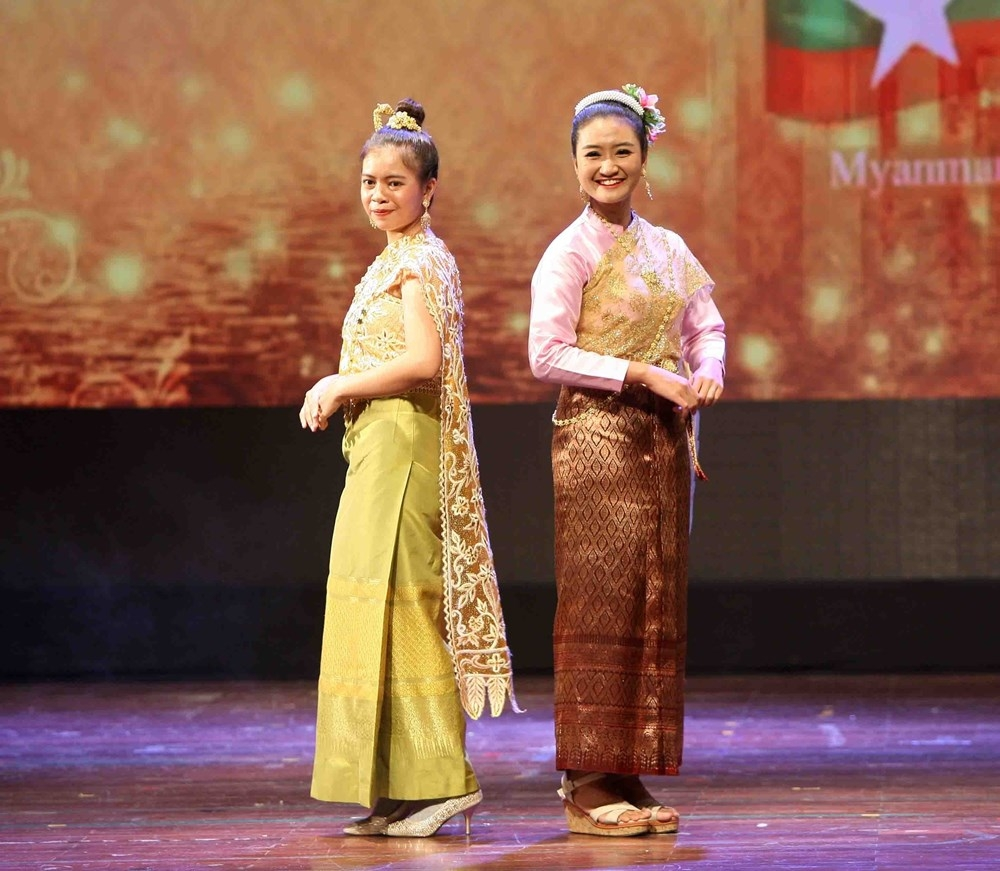 asean traditional costumes introduced at cultural exchange event