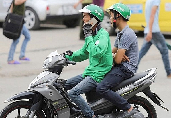 grab riders to get penalised for using phones while riding
