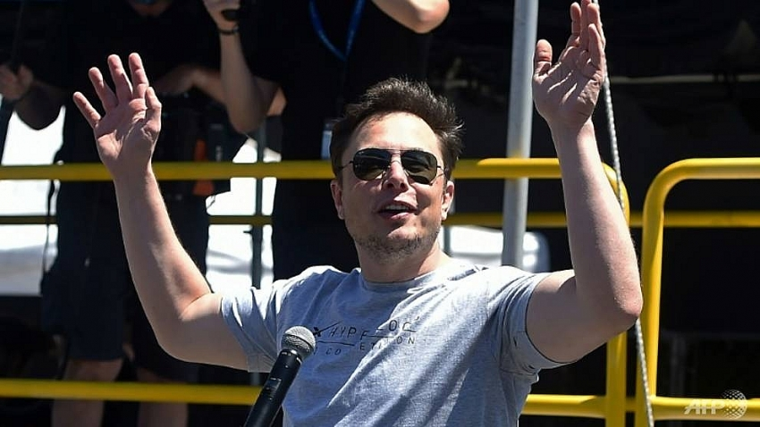 tesla tumbles on new executive departures musk interview