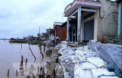 Can Tho faces landslide threats, to relocate 9,400 households along rivers, canals