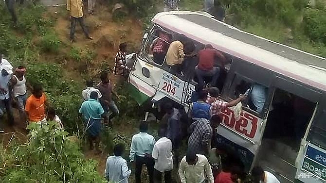50 killed as indian bus plunges into valley