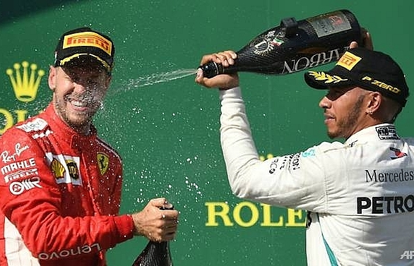 vettel takes aim at hamilton with singapore sling
