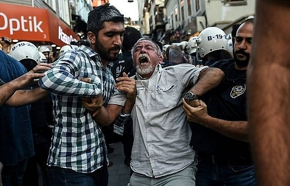 160 workers freed after istanbul airport protest