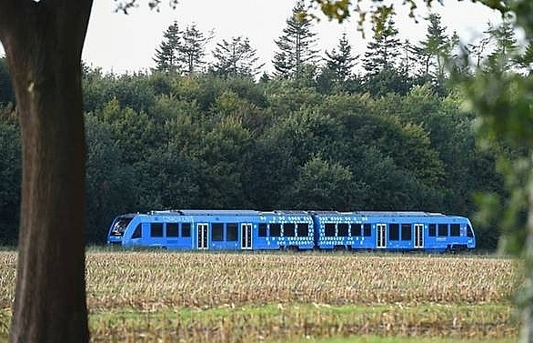 germany rolls out worlds first hydrogen train