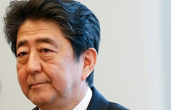 japans abe wins party leadership election on course to stay as pm