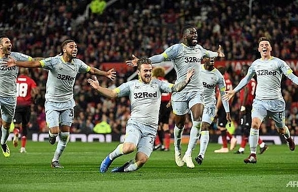 manchester united knocked out of league cup