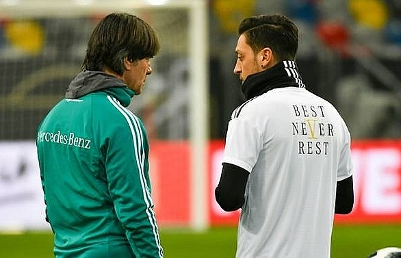 loew reportedly blocked from meeting ozil at arsenal training