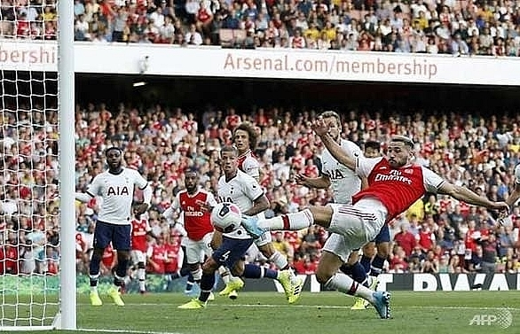 arsenal fight back to salvage point against spurs