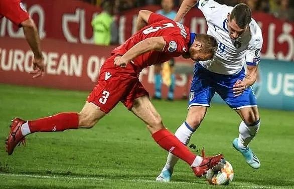 belottis brace against 10 man armenia extends italys perfect start