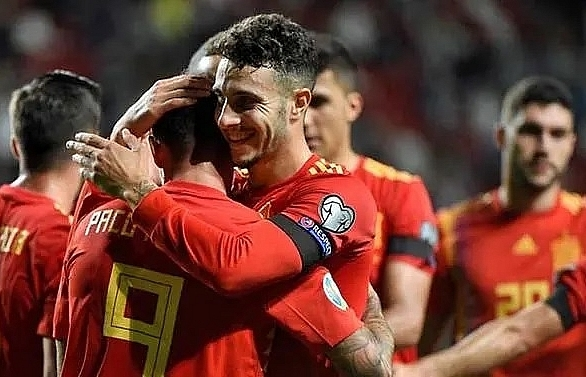 perfect spain and italy close in on euro 2020
