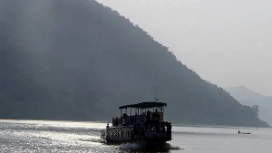 12 dead dozens missing in india boat accident