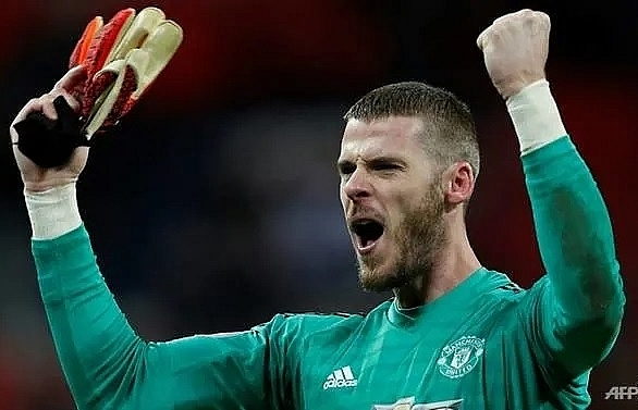 manchester united keeper de gea signs new long term deal