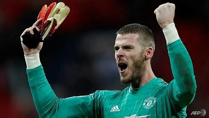 manchester united keeper de gea signs new long term deal