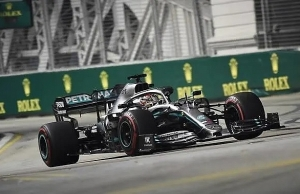 hamilton sets scintillating pace in second singapore practice