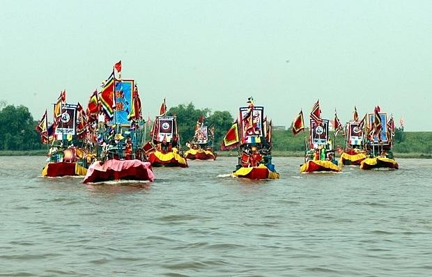 con son kiep bac autumn festival attracts crowds of participants