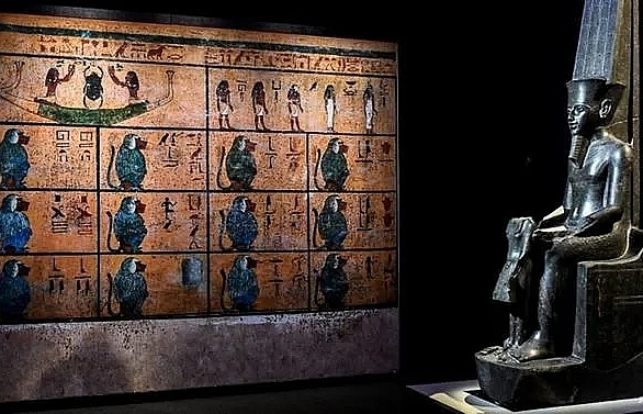 paris tutankhamun show sets new record with 142m visitors