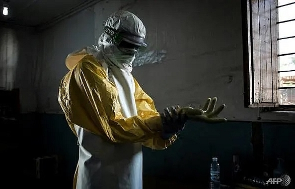 who accused of rationing ebola vaccine in democratic republic of congo