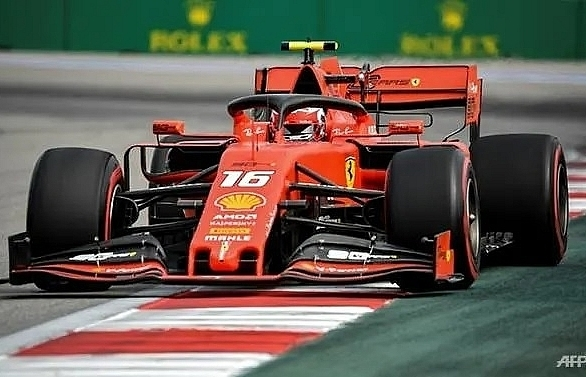 verstappen outpaces leclerc in russian grand prix second practice