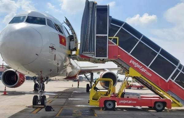 vietjet kicks off self handling ground operations amid pandemic