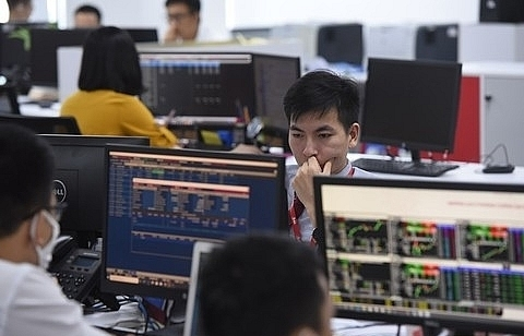 shares make gains on large cap stocks