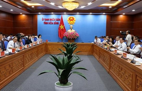 hoa binh woos rok businesses