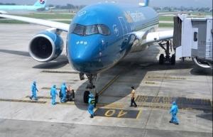 vietnams first commercial flight lands in hanoi since border closure